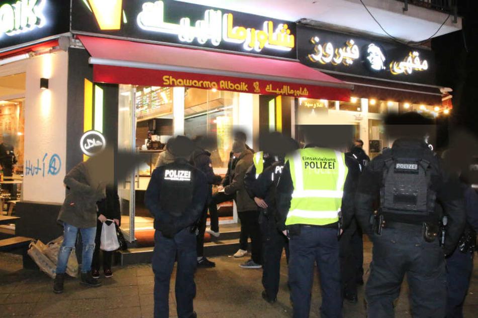 In einem Imbiss an der Sonnenallee Ecke Reuterstraße kam es am Donnerstagabend zu einer Messerstecherei.