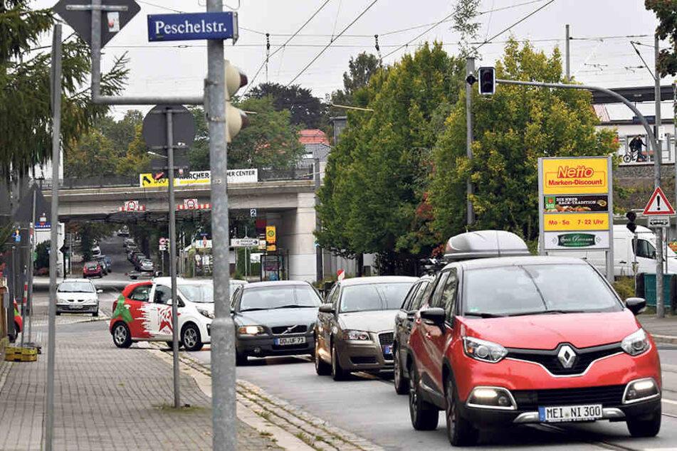 An der Kreuzung Peschelstraße/Leipziger Straße wird eine Ampel gebaut.