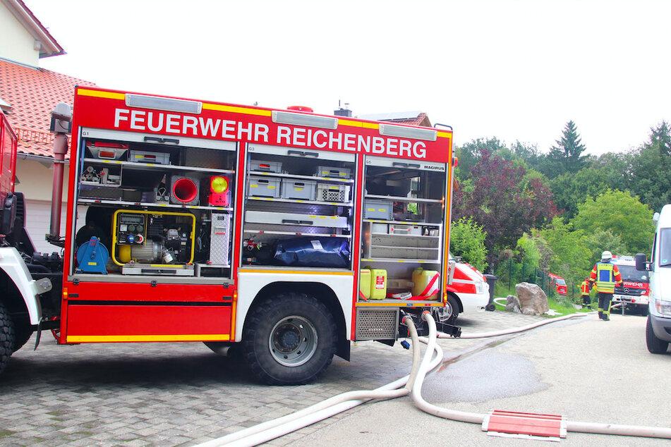 Zahlreiche Kräfte der Feuerwehr sind vor Ort im Einsatz.