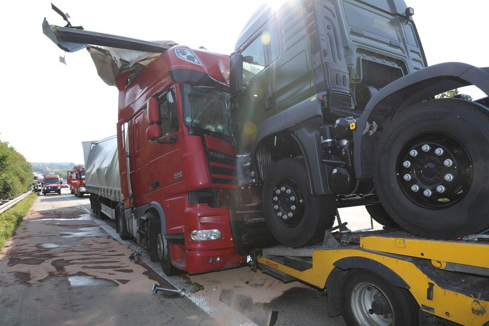 Insgesamt stießen drei Lastwagen ineinander.