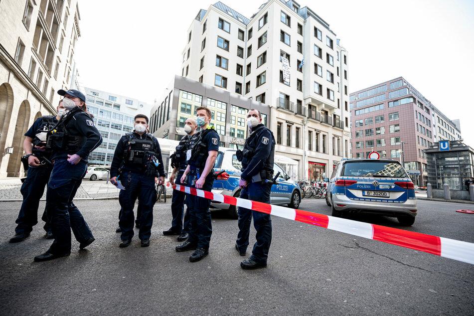 Berlin: Demonstranten dringen in griechisches Konsulat in Berlin ein