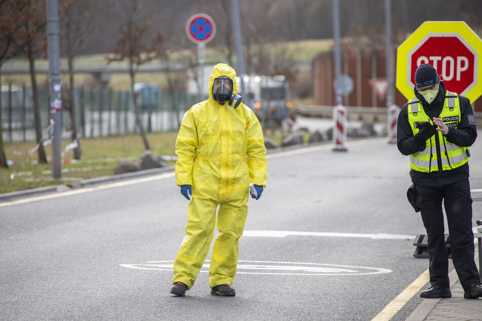 Die Grenze nach Tschechien ist nicht komplett dicht - die Hotspots im Nachbarland verschlimmern die Pandemie in Sachsen.
