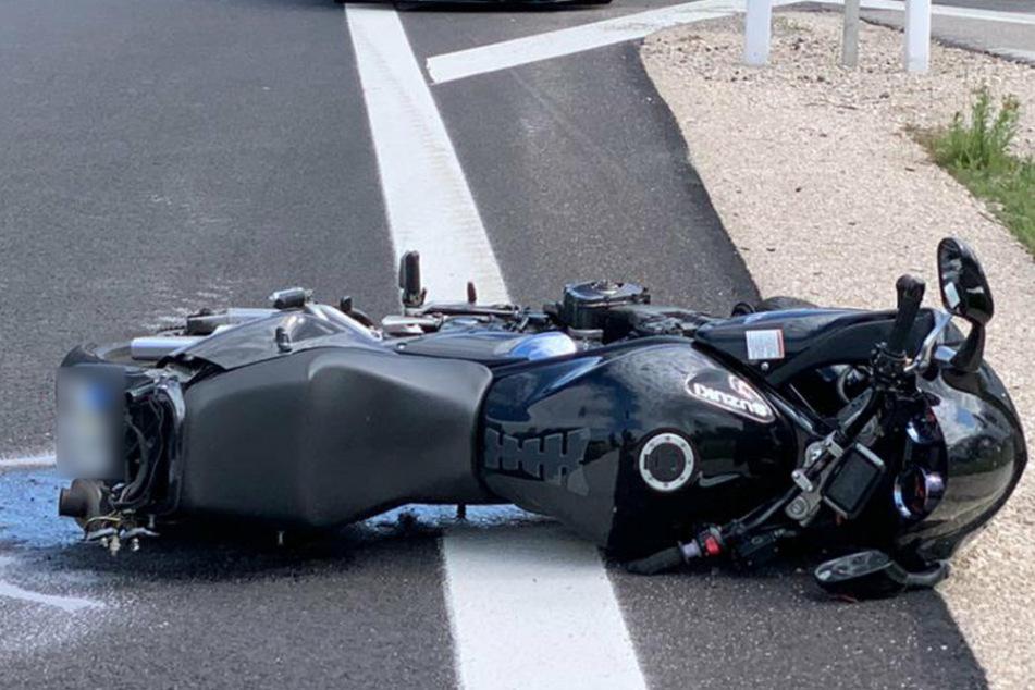 Berlin: Tödlicher Crash: Biker kracht in Leitplanke