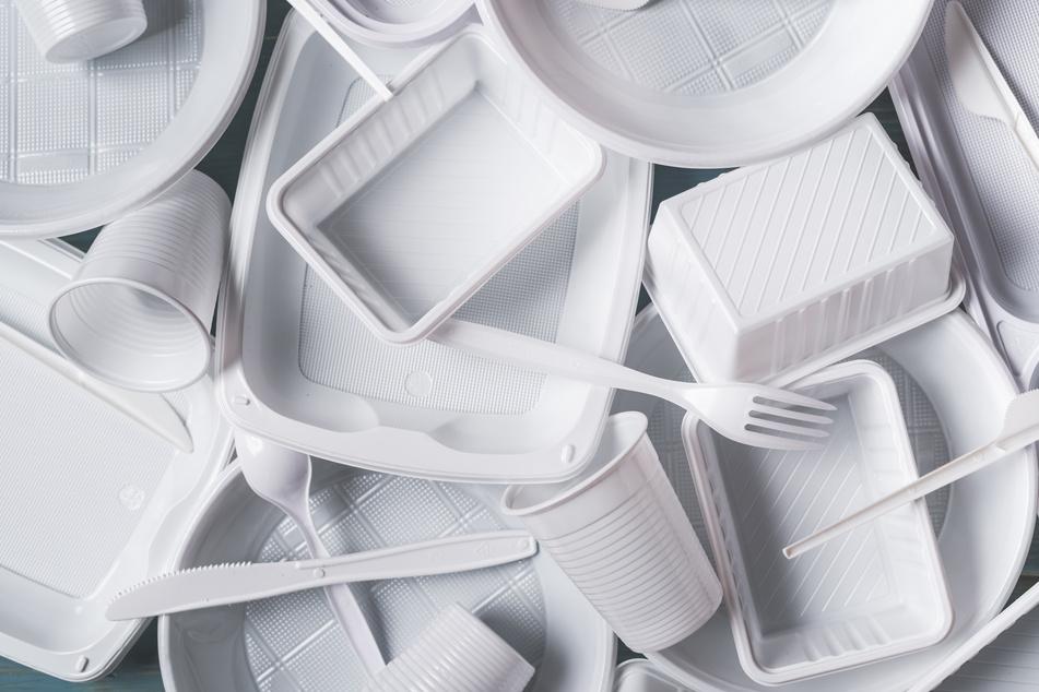 Zum Schutz der Umwelt wird Plastikgeschirr immer mehr verbannt. (Symbolbild)