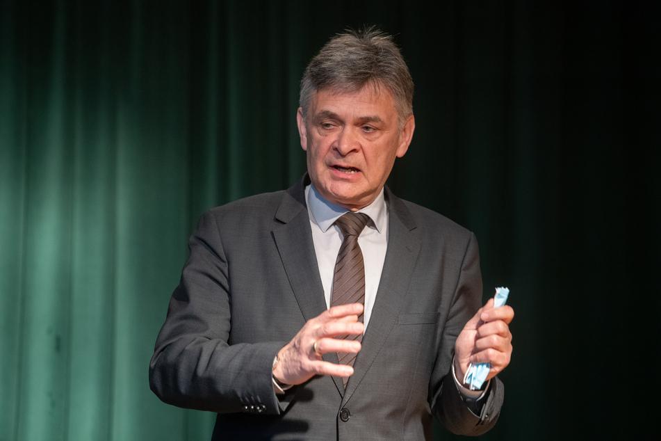 Matthias Fichtmüller, theologischer Vorstand des Vereins Oberlin, spricht bei einer Pressekonferenz.