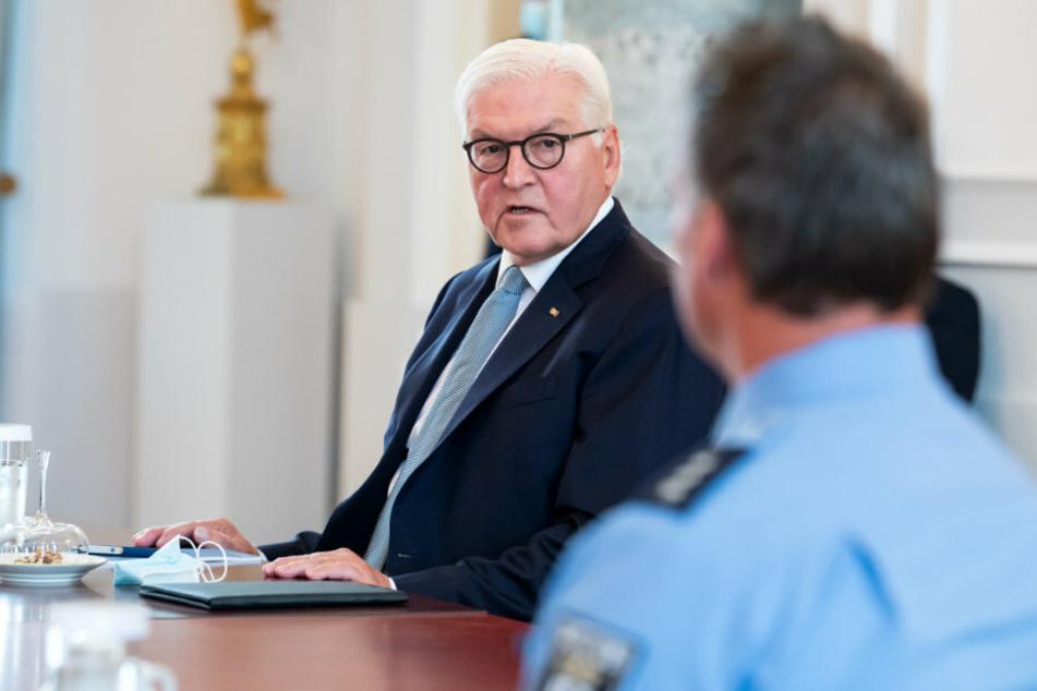 Steinmeier verurteilt erneut Reichstags-Randalierer und dankt Helden-Polizisten