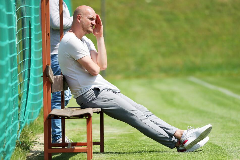 Sportdirektor Armin Causevic ist noch auf der Suche nach einem Mittelstürmer. Doch dafür ist Geduld nötig.