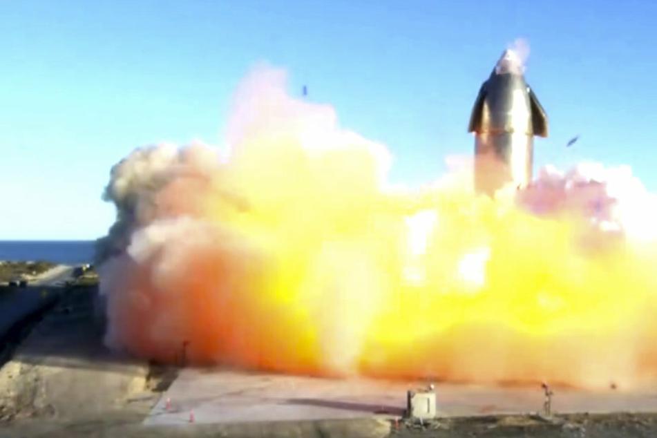 SpaceX-Rakete, die Menschen zum Mars fliegen soll, explodiert beim Testflug