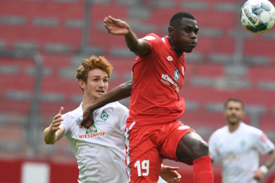 Der 1. FSV Mainz 05 führt 2:0 gegen den SV Werder Bremen.