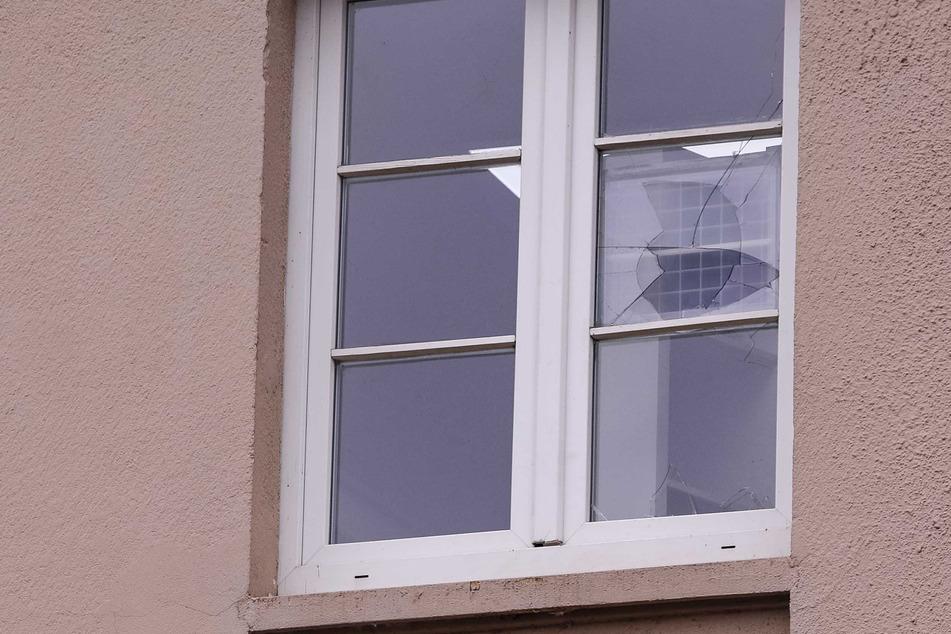 Der Sachschaden durch den Einbruch war gering. Ein Fenster im zweiten Obergeschoss wurde eingeschlagen.