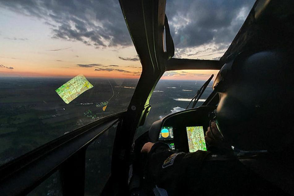 So blicken die Piloten im Bundespolizei-Hubschrauber auf Sachsen. Im Blick haben sie vor allem Bahnanlagen und Grenzgebiete.
