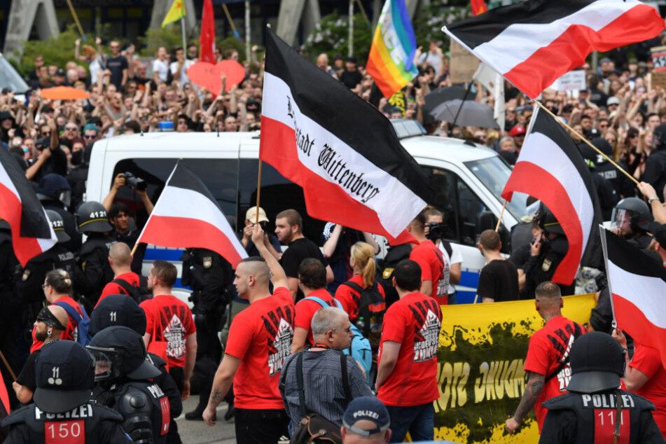 Erstes Bundesland verbietet Reichskriegsfahnen und Reichsflaggen
