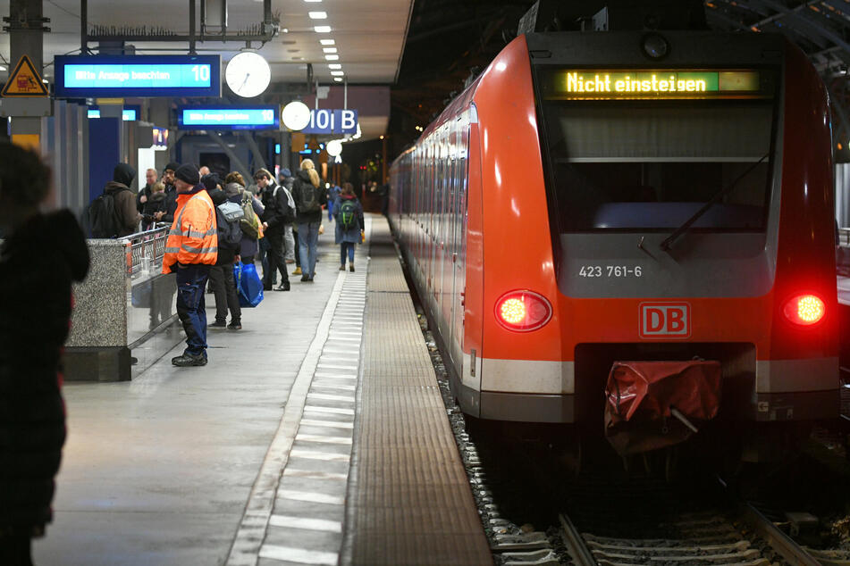 An einem Kölner Bahnhof ist es zu einem tragischen Unfall gekommen. (Symbolbild)