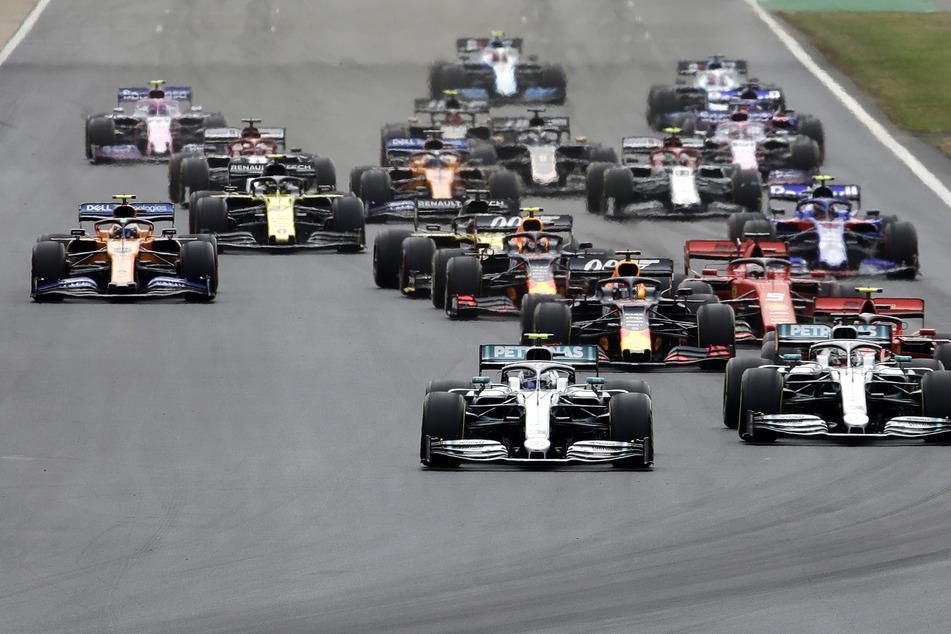 Die Formel 1 darf die Motoren in Österreich Anfang Juli aufheulen lassen.
