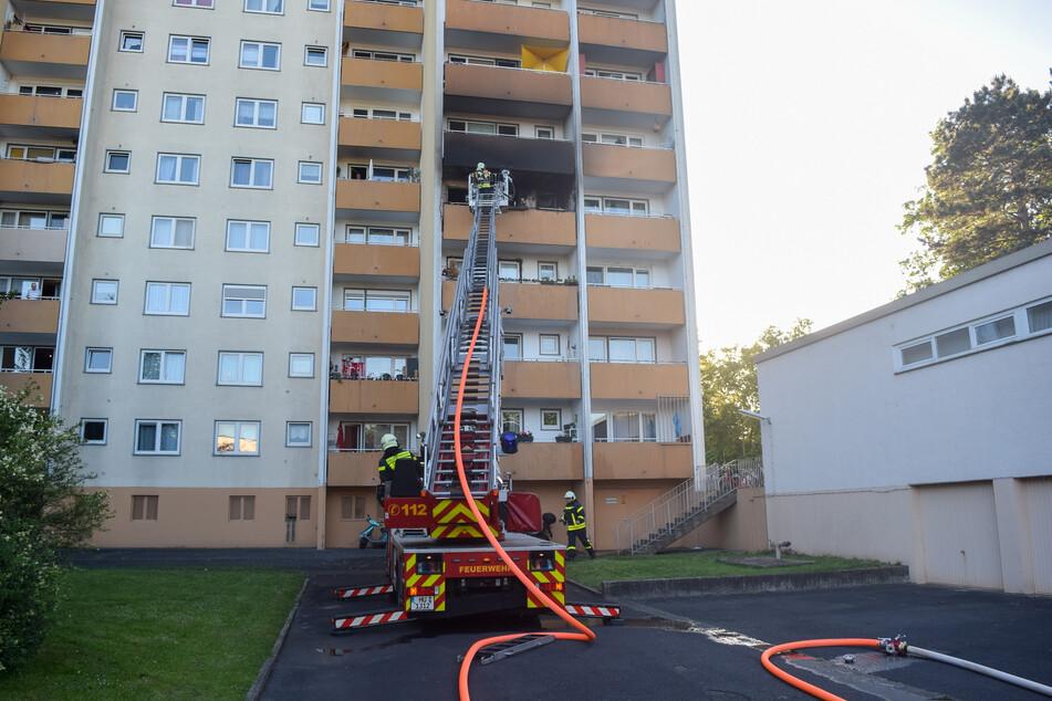 Die Räume standen bereits lichterloh in Flammen, als die Einsatzkräfte eintrafen.