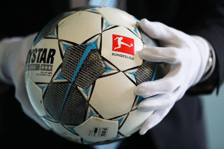 Der Fußball des ersten Geisterspiels in der Fußball Bundesliga (Borussia Mönchengladbach - 1.FC Köln am 11.0.2020) wird im Haus der Geschichte gezeigt. Das Haus der Geschichte beginnt mit dem Sammeln von Corona Objekten.