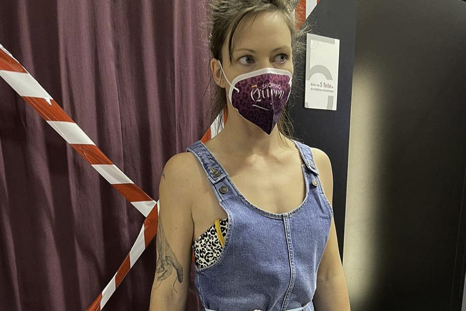 Die Kreativität kann man ihr beim Shoppen wirklich nicht absprechen: Kandidatin Enisa (30).
