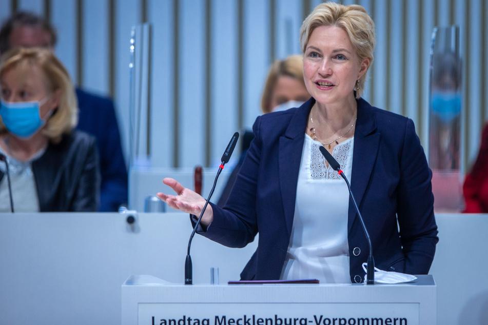 Manuela Schwesig (SPD), Ministerpräsidentin von Mecklenburg-Vorpommern, spricht bei der Sitzung des Landtags von Mecklenburg-Vorpommern. (Archivbild)