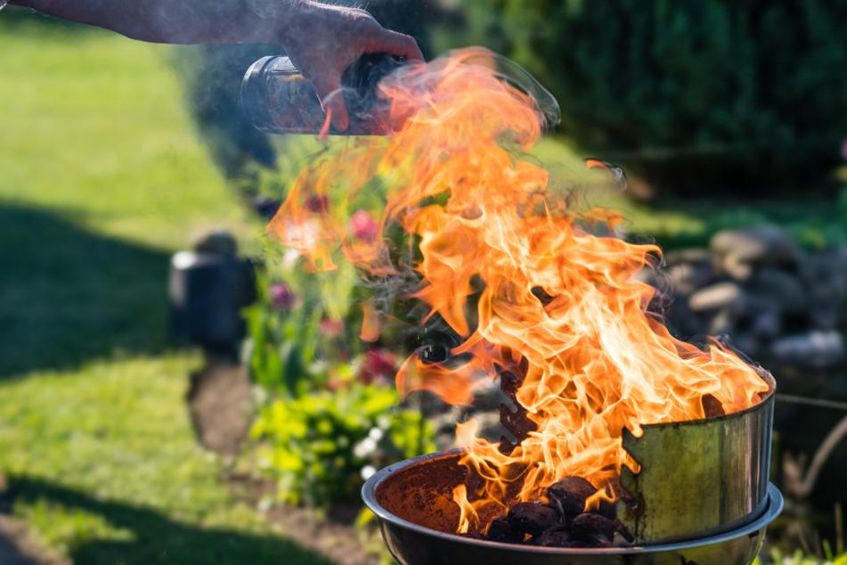 Mann zündet Grill mit Ethanol an, Frau erleidet schwere Verbrennungen