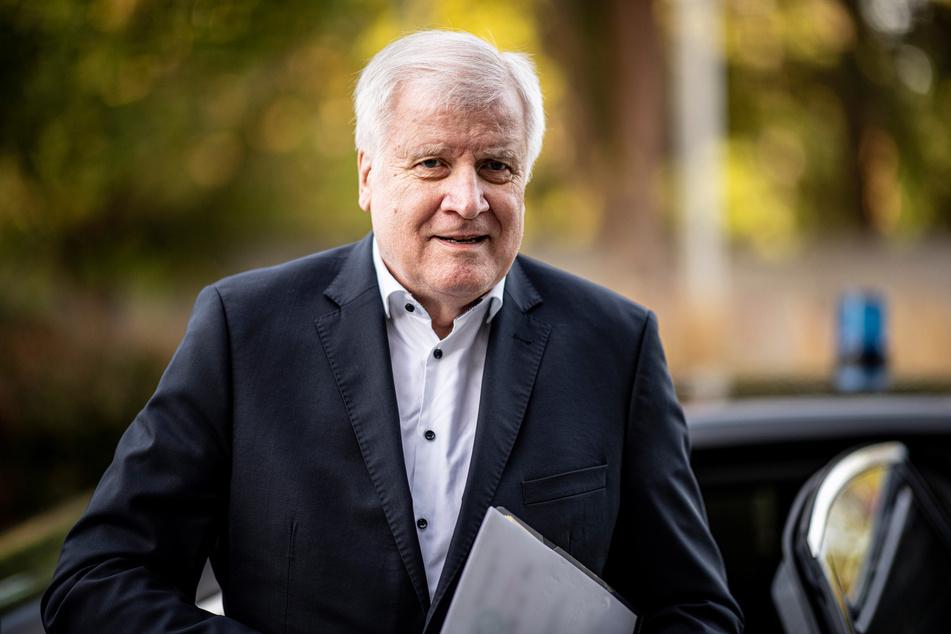"""Horst Seehofer bleibt nach der Aufdeckung von rechtsextremen Chats in der NRW-Polizei bei seinem """"Nein"""" zu einer Rassismus-Studie."""