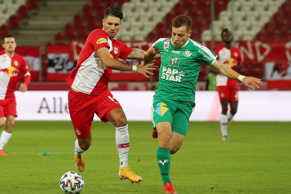 Dominik Szoboszlai (20, l.), hier noch im Trikot seines Ex-Vereins FC Red Bull Salzburg, stand für RB Leipzig noch keine Minute auf dem Platz.