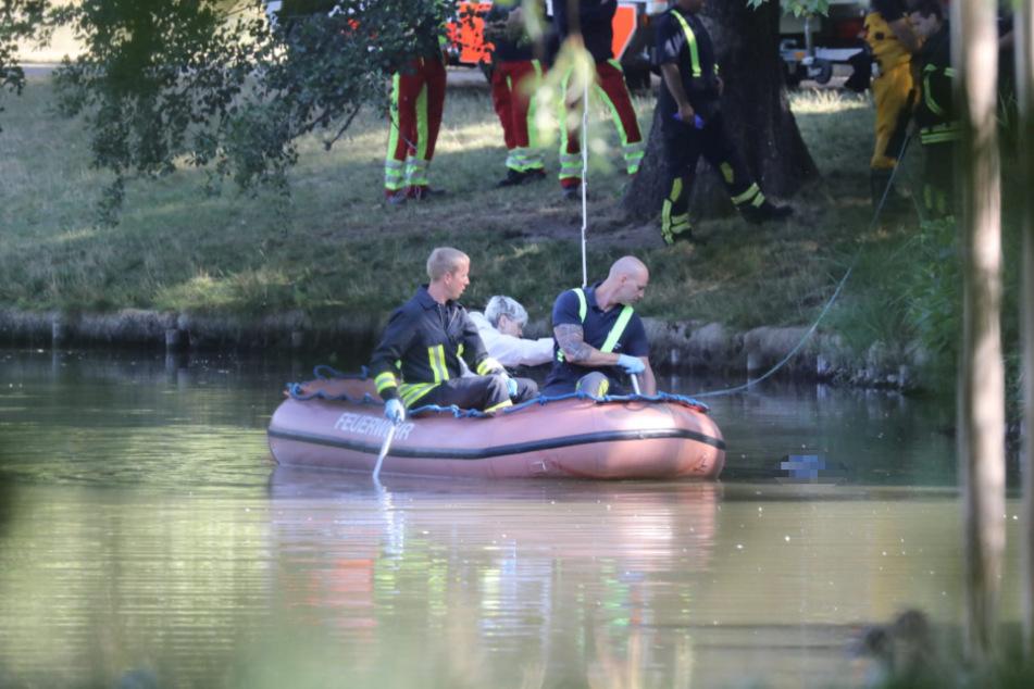 Die leblose Person wurde im Teich gefunden.