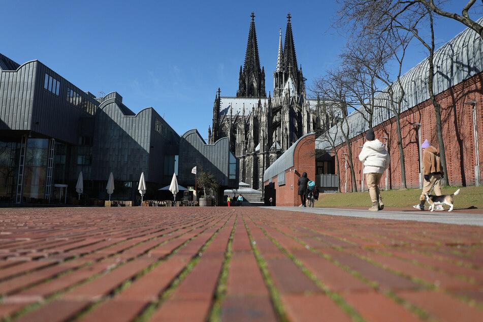 Die Zahl der bestätigten Corona-Virus-Fälle auf Kölner Stadtgebiet ist auf insgesamt 37.294 angestiegen. Der Inzidenzwert liegt aktuell bei 114,8. (Archivfoto)