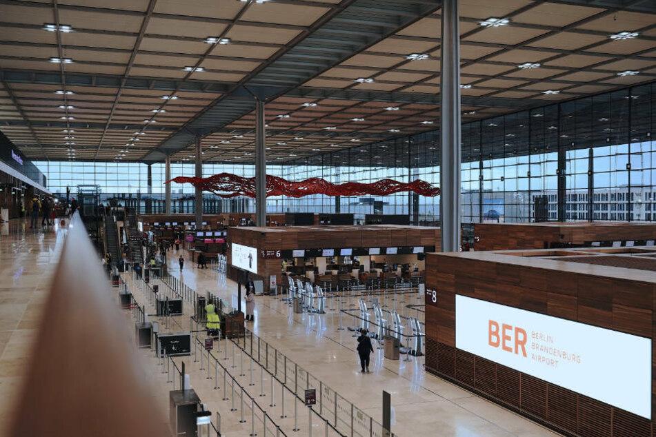 Blick ins Terminal 1 des Hauptstadtflughafen Berlin Brandenburg. Nach der Eröffnung fehlen dem BER aufgrund der Corona-Pandemie die Fluggäste.