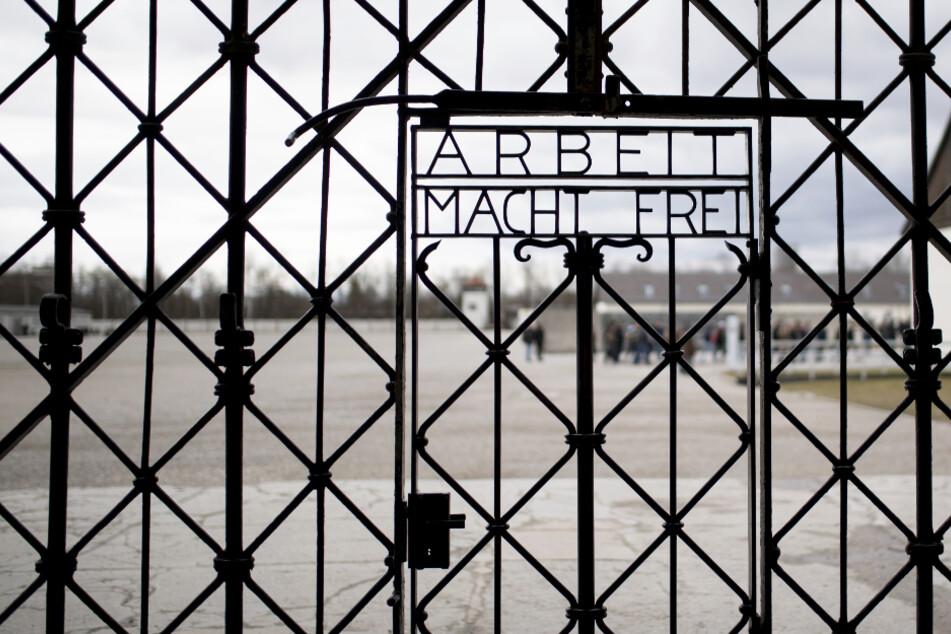 US-amerikanische Soldaten hatten in Dachau am 29. April 1945 mehr als 30.000 Menschen befreit, die inhaftiert waren.