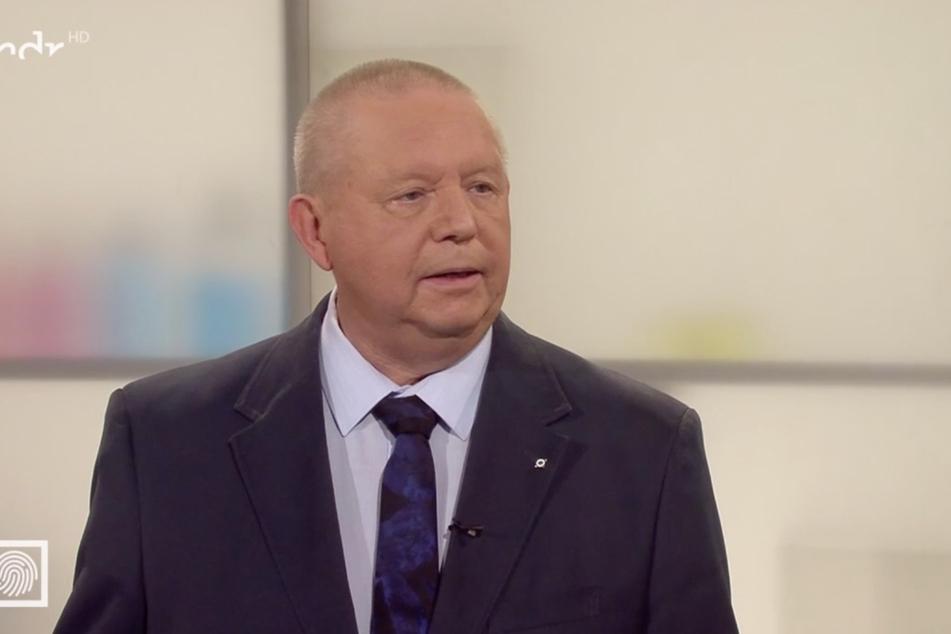 Experte Jörg Bethmann, Polizeirat außer Dienst, rät Eltern, ihre Kinder früh über mögliche Angriffe aufzuklären.