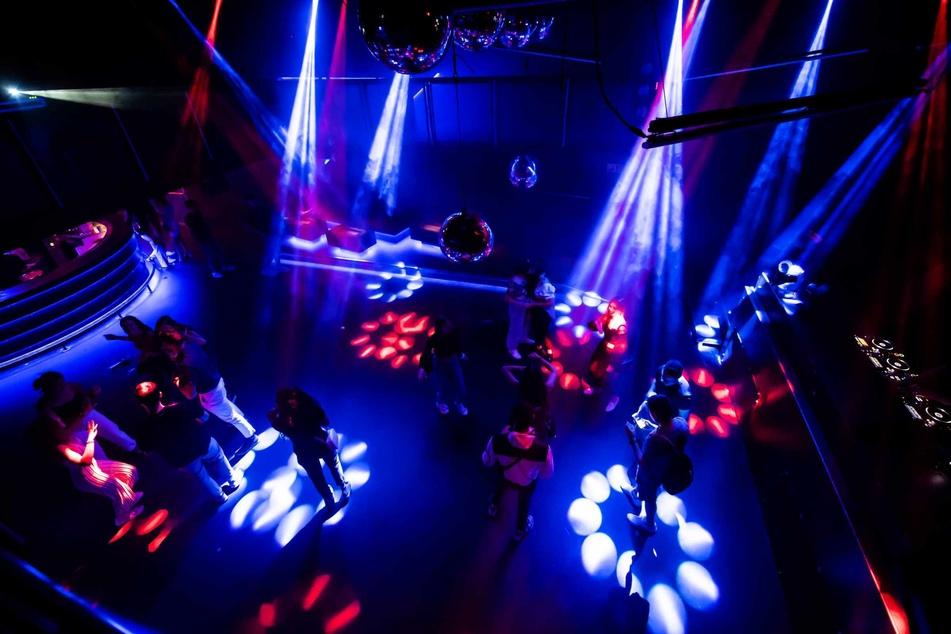 In Mecklenburg-Vorpommern kann ab sofort wieder in Diskos und Clubs getanzt werden! (Symbolbild)