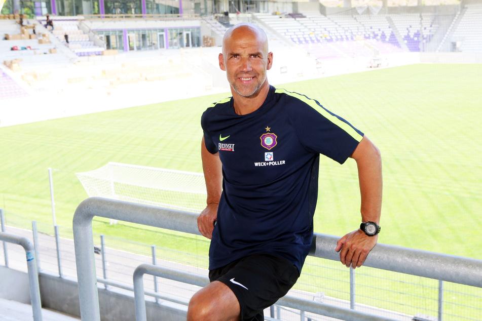 Der frühere Aue-Coach Thomas Letsch (52) trainiert mittlerweile Vitesse Arnheim und setzt im Tor auf Markus Schubert (23).