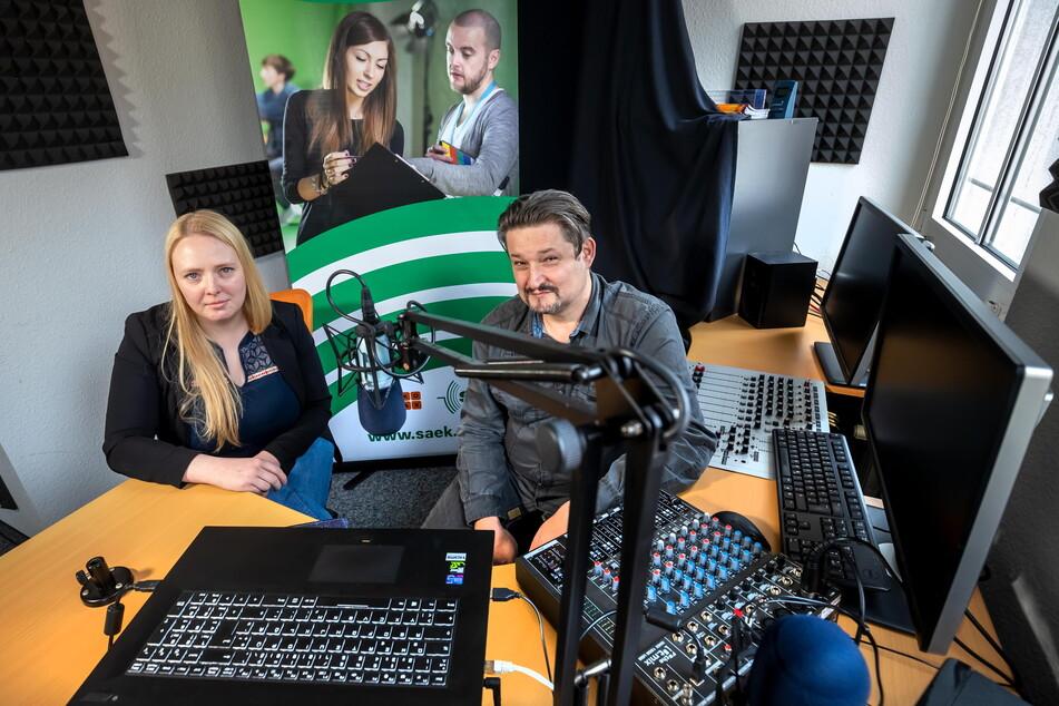 Die Chemnitzer Studioleiterin Annika Schulz (29) und Marsel Krause (48), Geschäftsführer der SAEK-Betreiberfirma MeKoSax, bangen um die Zukunft der Sächsischen Ausbildungs- und Erprobungskanäle.