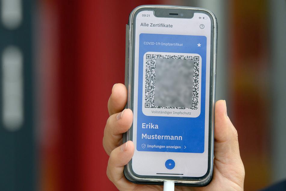 Ab Montag kann in einzelnen Apotheken in NRW der digitale Impfpass ausgestellt werden.