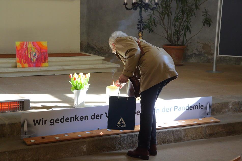 Angehörige können für ihre Verstorbenen Kerzen und Fürbitten hinterlassen.
