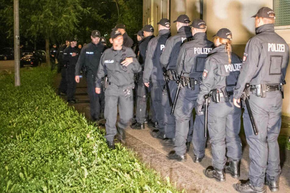 Hamburg: Mann liegt blutüberströmt auf dem Bürgersteig: Polizei nimmt 20-Jährigen fest