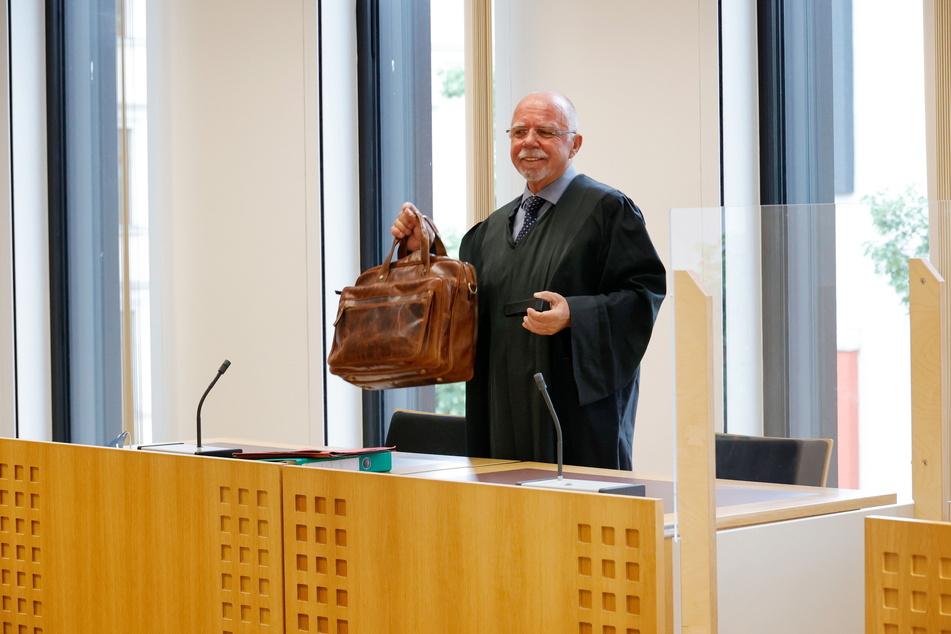 Wo bleibt bloß der Angeklagte? Verteidiger Ralf Werner Krause wartete vergeblich.