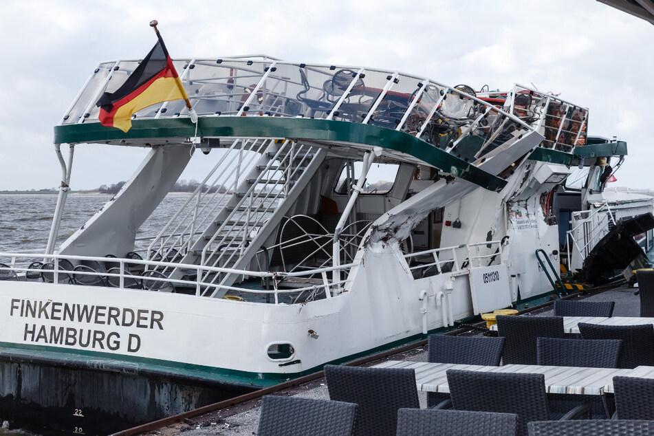 """Die Fähre """"Finkenwerder"""" wurde von der """"Ever Given"""" im Februar 2019 in Hamburg zerdrückt. (Archivbild)"""