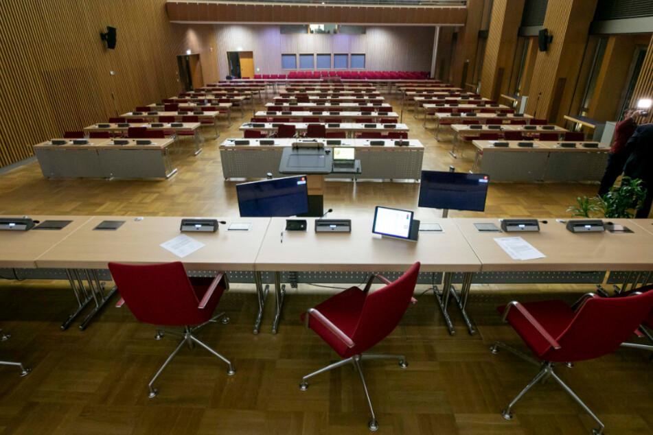 """Der Stadtrat am Donnerstag tagt in voller Besetzung, ein """"Notparlament"""" scheiterte."""