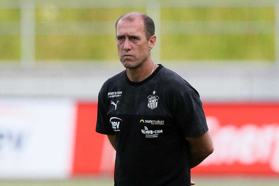 Das letzte Mal zittern: Heute spielt die Mannschaft von Trainer Joe Enochs gegen SV Waldhof Mannheim.