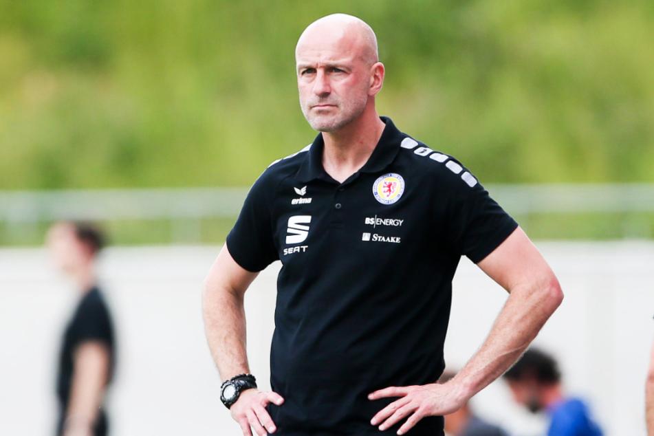 """Marco Antwerpen (48) stieg mit Eintracht Braunschweig in die 2. Bundesliga auf, darf seine Arbeit bei den """"Löwen"""" aber nicht fortsetzen."""