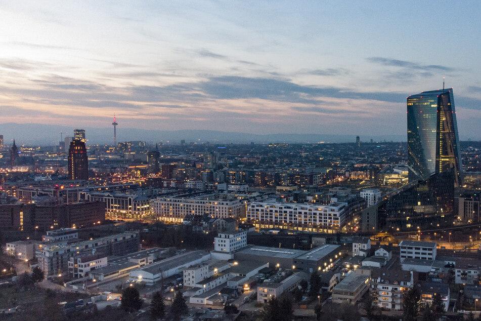 Die Skyline von Frankfurt am Main in Hessen.