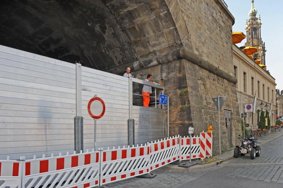 Mit mobilen Fluttoren versucht die Stadt Dresden ihre Altstadt zu schützen.