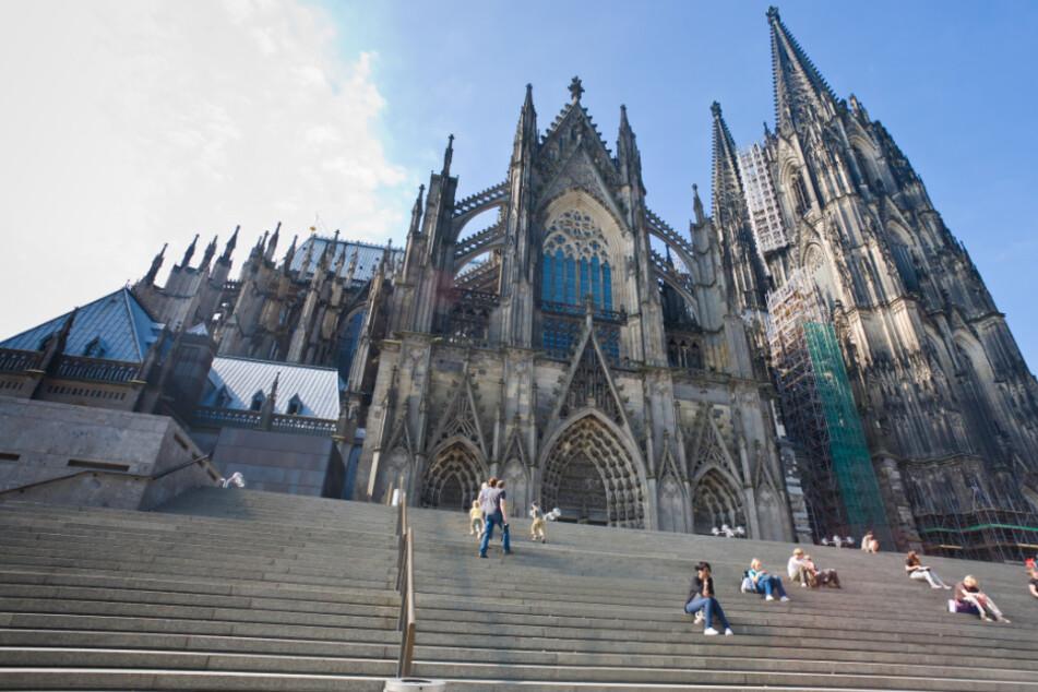 Köln: Langwierig und teuer: Kölner Domtreppe muss saniert werden