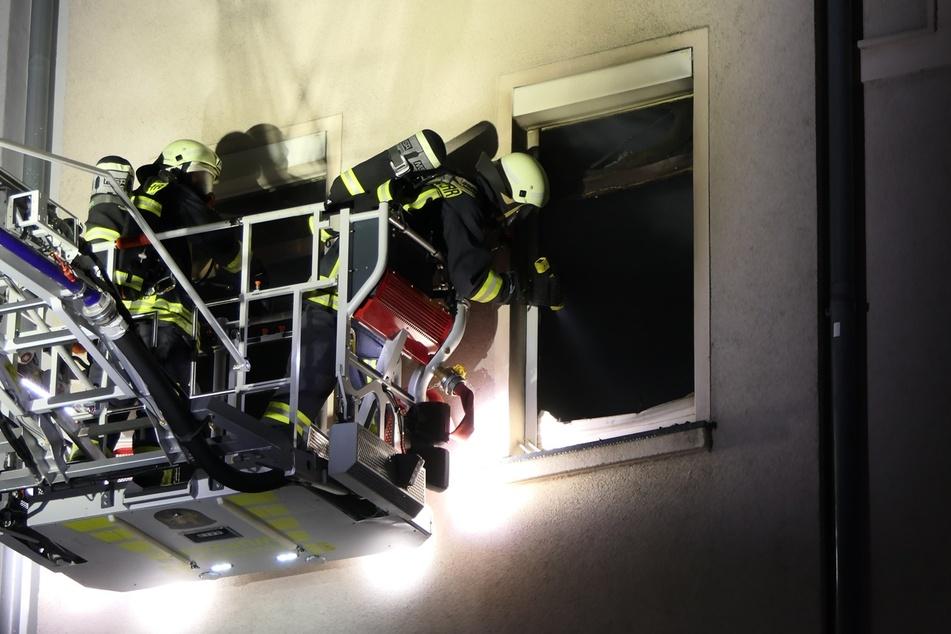 Die Kameraden konnten die Wohnung nur unter schwerem Atemschutz betreten.