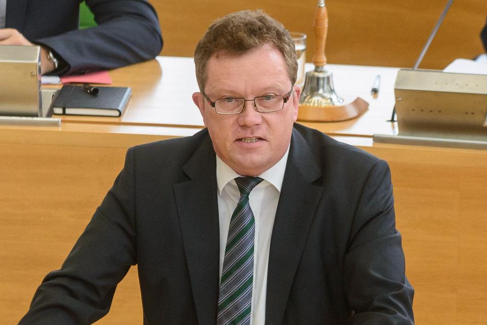 Staatssekretär Gerd Lippold (58) will sich den Fragen der Demonstranten stellen.