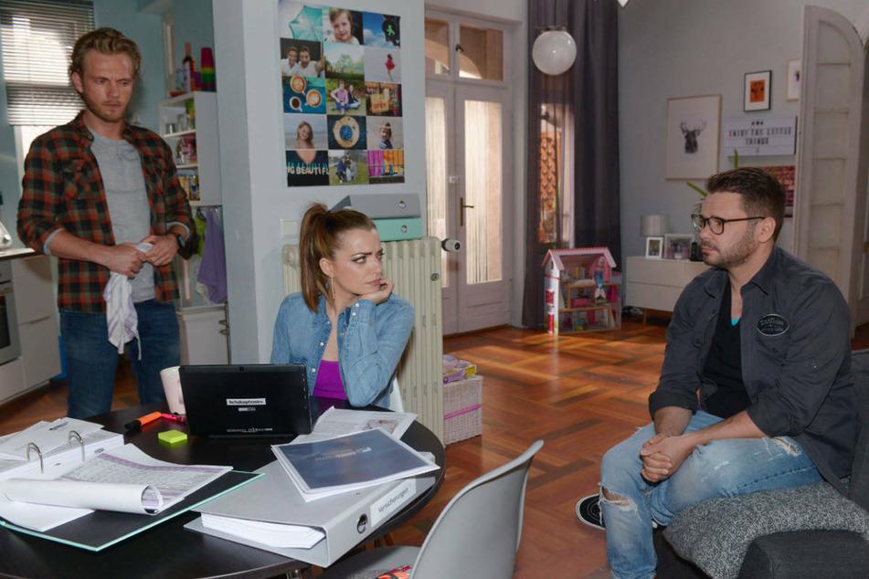 Paul (l.) und Tuner werden von Emily für ihren Vorschlag, einen gemeinsamen Laden zu führen, beleidigt.
