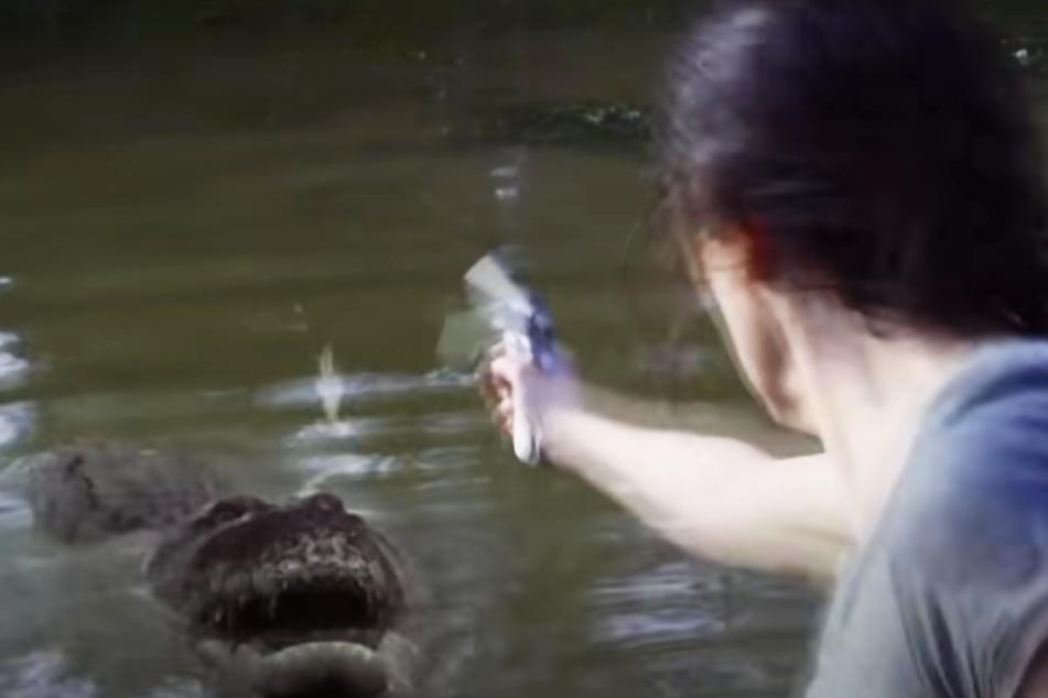 Ob eine Pistole gegen ein angriffslustiges Krokodil helfen wird?