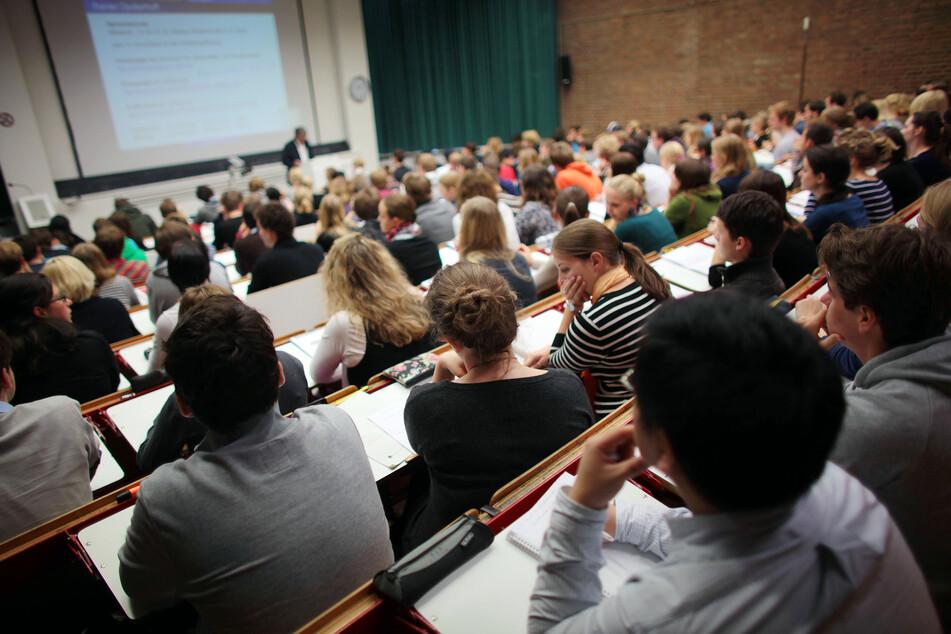 In NRW studieren etwa 780.000 Menschen an Hochschulen.
