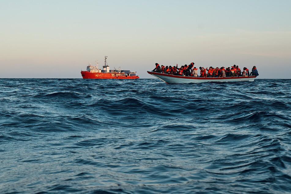 """Die """"Sea-Eye 4"""" rettete am Wochenende insgesamt rund 230 Flüchtlinge von Holzbooten."""
